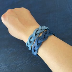 3つ編みブレスレットブルー1