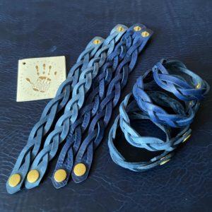 3つ編みブレスレットブルー2